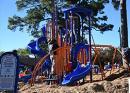 San Albán y socios ofrecen un patio de recreo a niños de Lindale Park