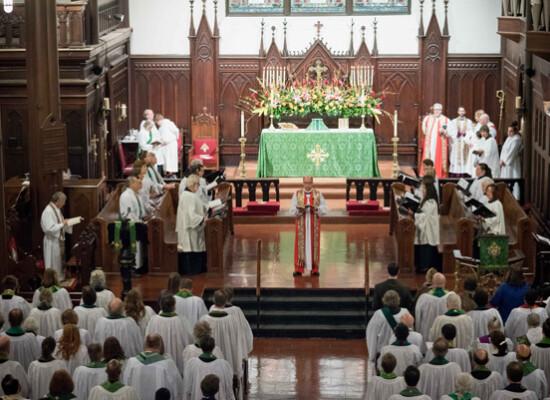 Opening Eucharist (4 of 12)