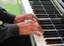 Pianista agrega emoción y alma al servicio de jazz contemporáneo en San Sebastián, Houston