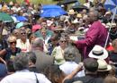 Episcopales dan publico testimonio frente a un centro de detención de inmigrantes